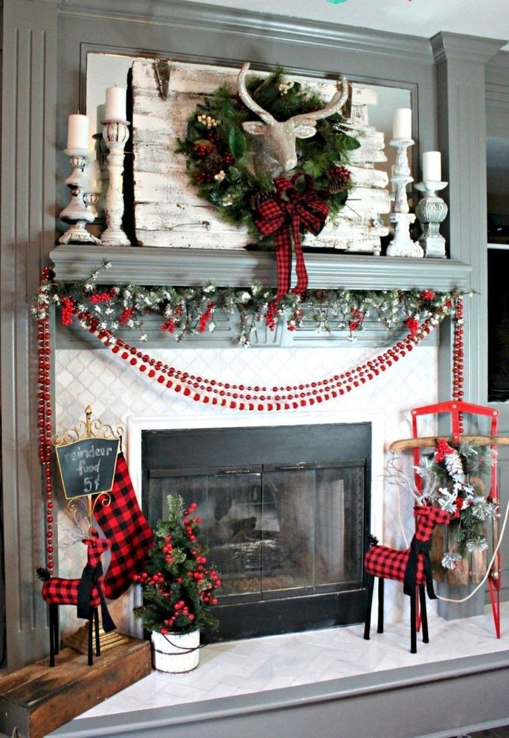 Popular Christmas Fireplace Mantel Decorations That You Like 06