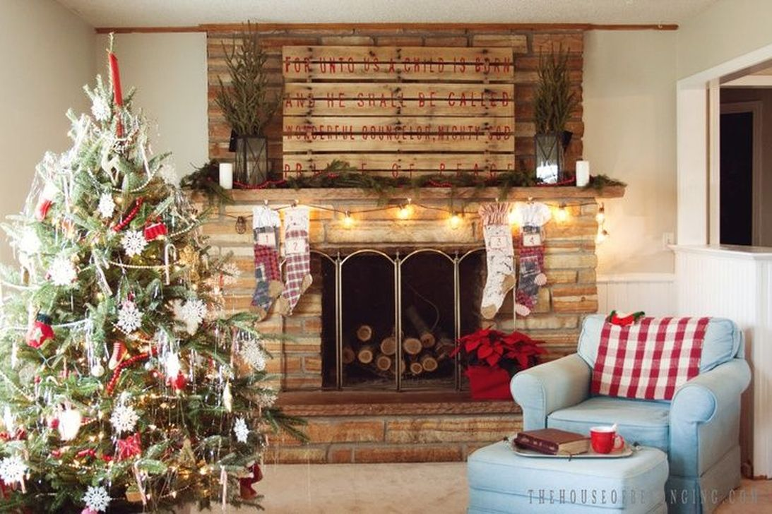 Popular Christmas Fireplace Mantel Decorations That You Like 07