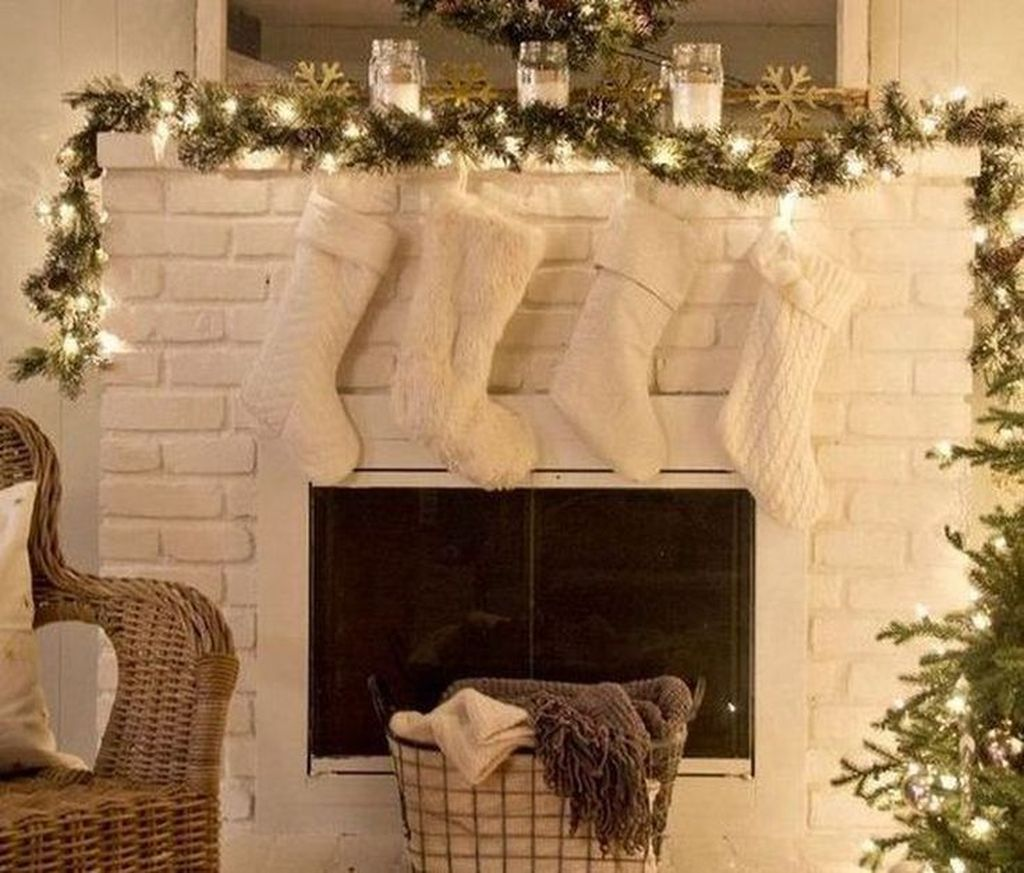 Popular Christmas Fireplace Mantel Decorations That You Like 28