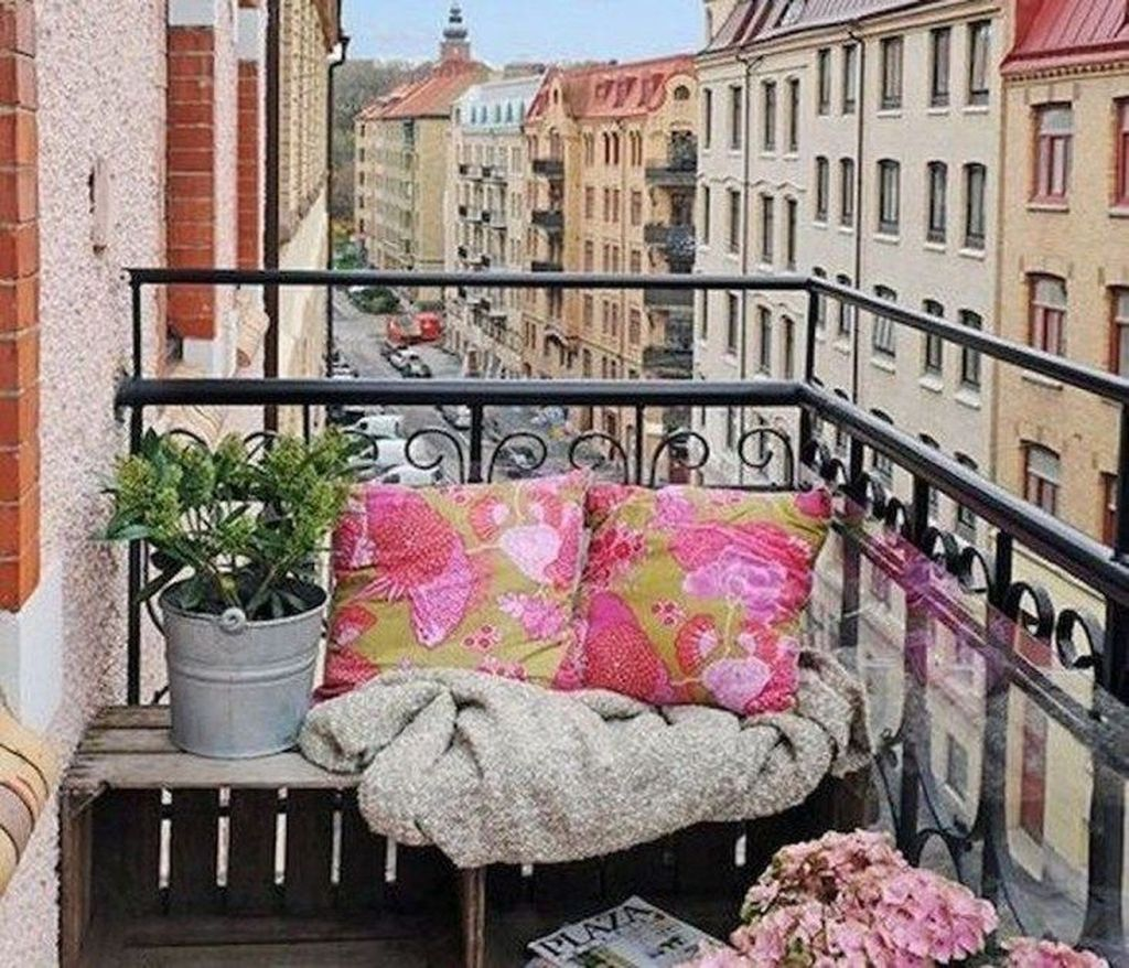 Stunning Apartment Balcony Decor Ideas For This Winter 06