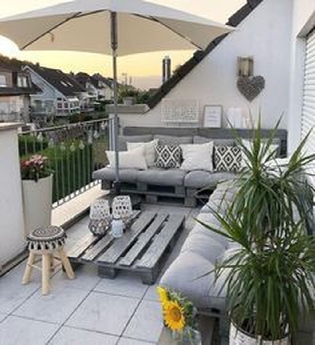 Stunning Apartment Balcony Decor Ideas For This Winter 08