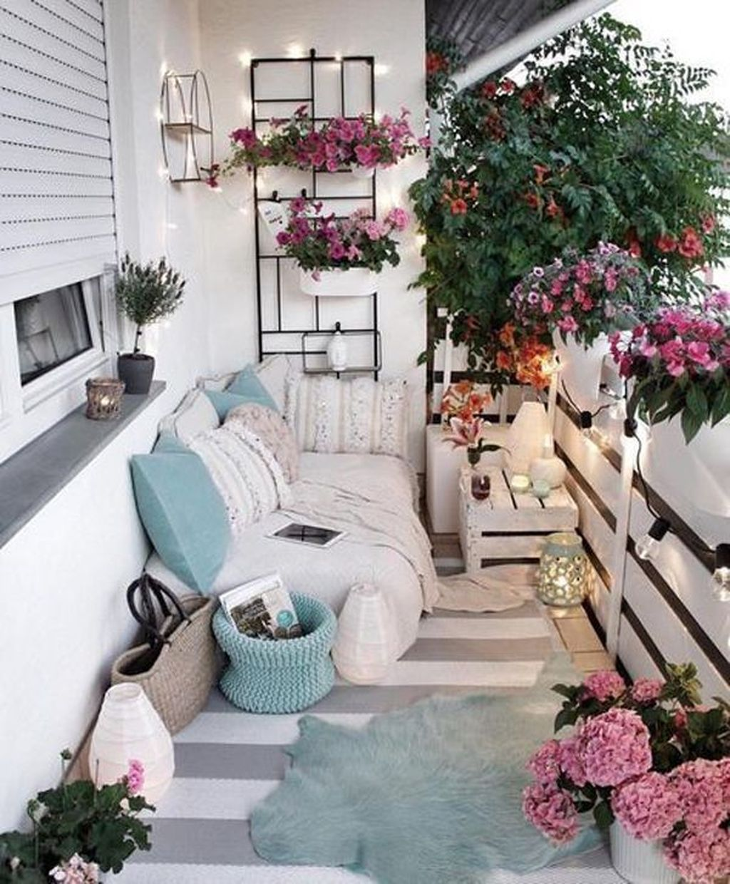Stunning Apartment Balcony Decor Ideas For This Winter 14