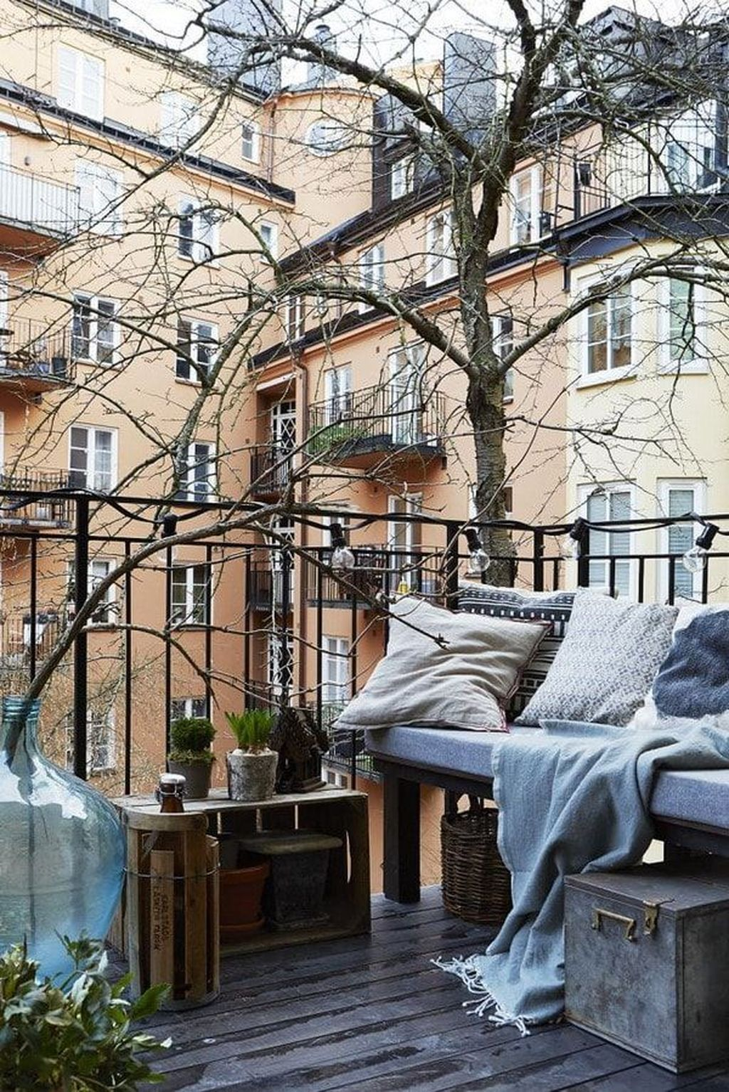 Stunning Apartment Balcony Decor Ideas For This Winter 16