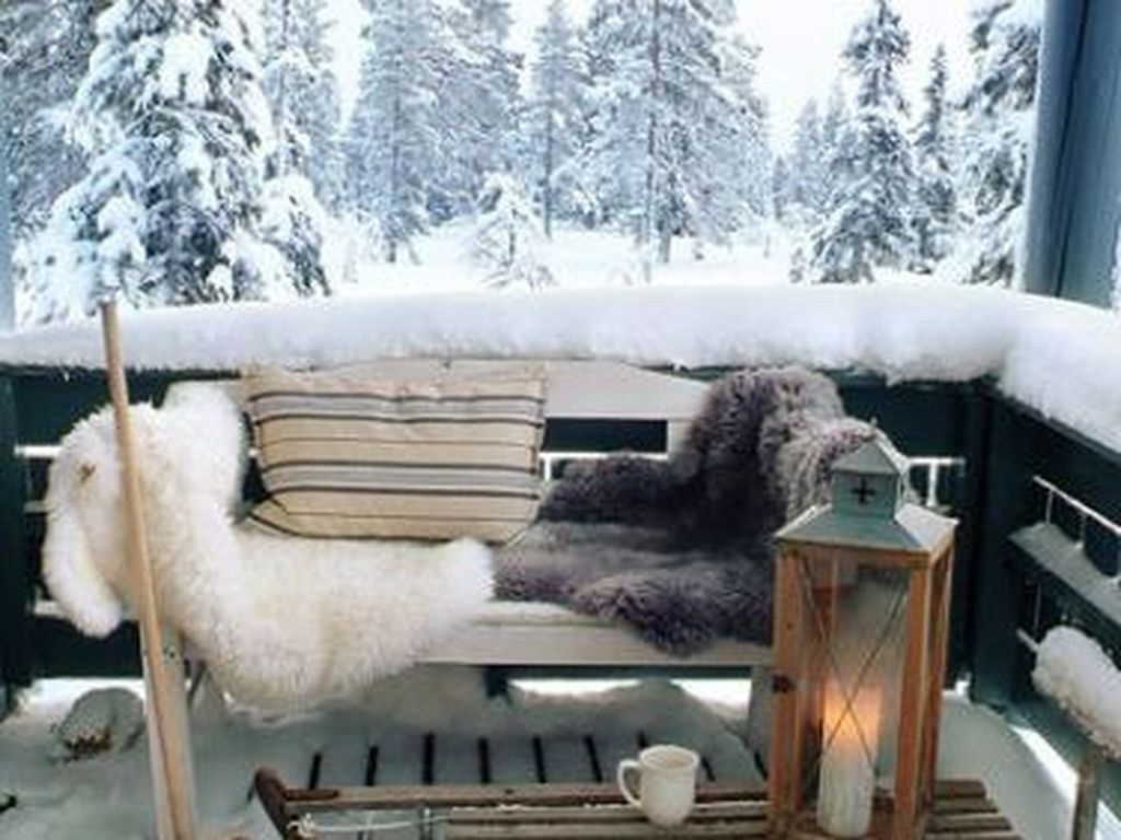 Stunning Apartment Balcony Decor Ideas For This Winter 18