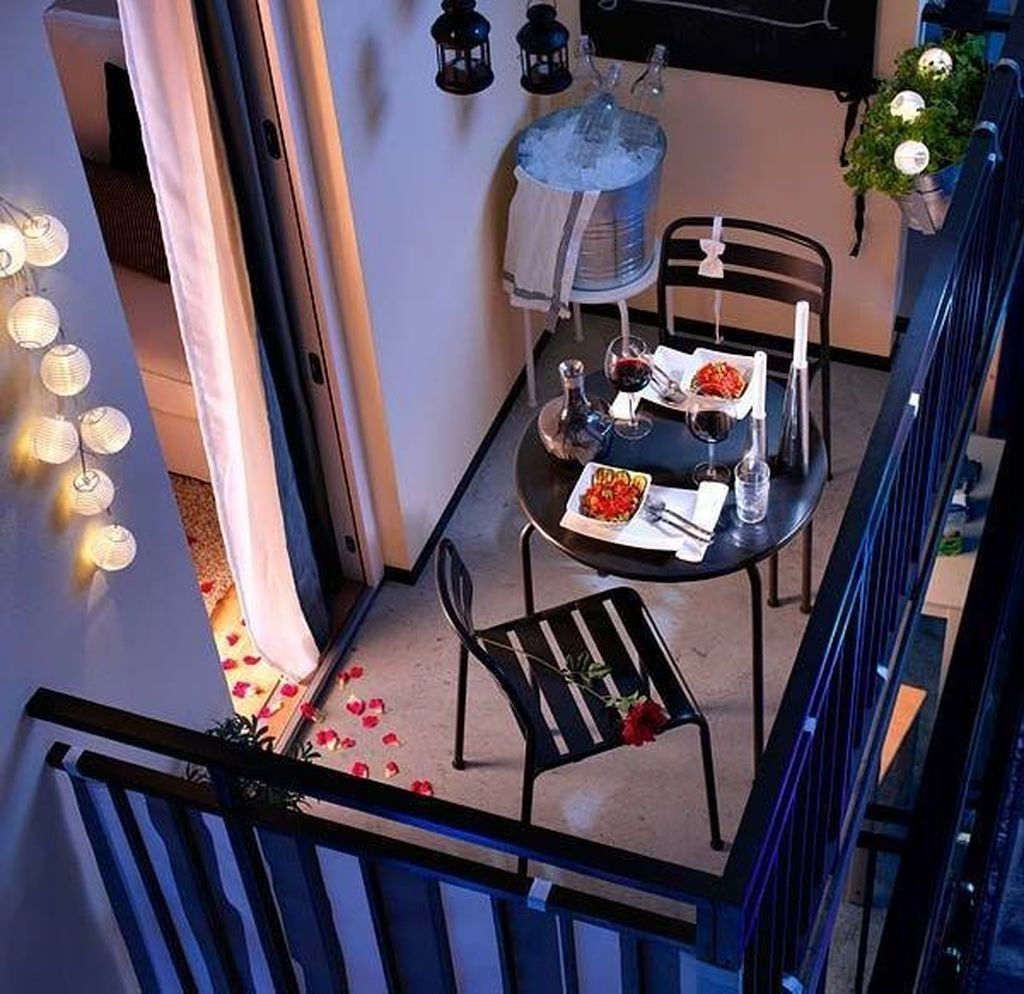 Stunning Apartment Balcony Decor Ideas For This Winter 24