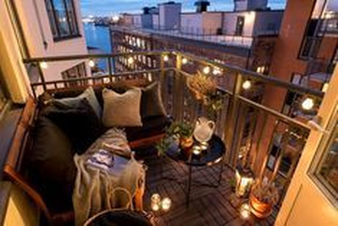 Stunning Apartment Balcony Decor Ideas For This Winter 29