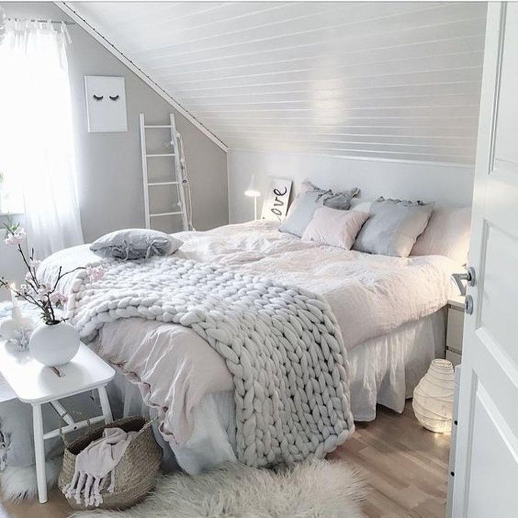 Stunning Bedding Ideas For Cozy Bedroom 24