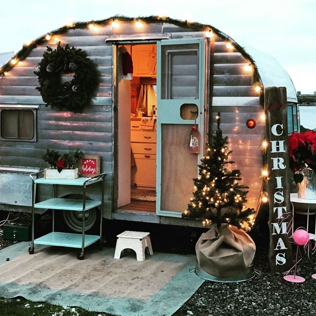 Stunning RV Christmas Decorations Ideas 05