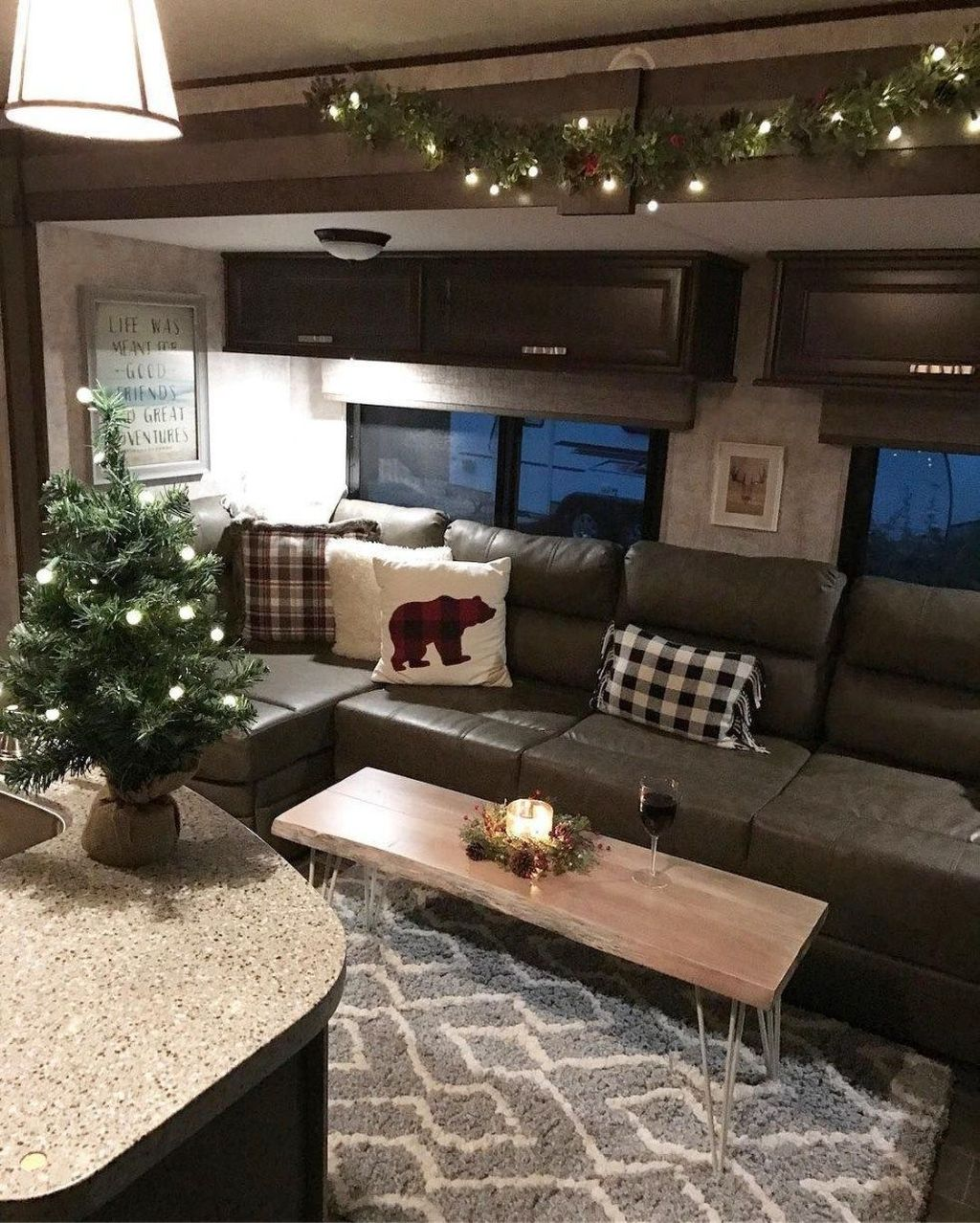 Stunning RV Christmas Decorations Ideas 08