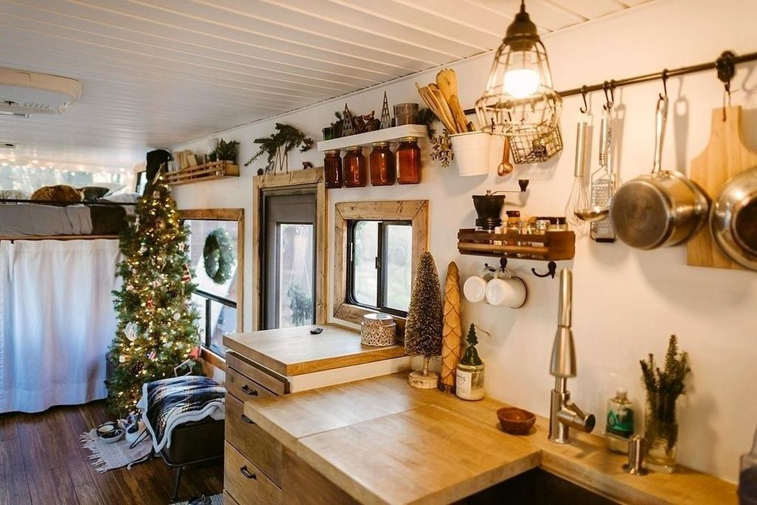 Stunning RV Christmas Decorations Ideas 13