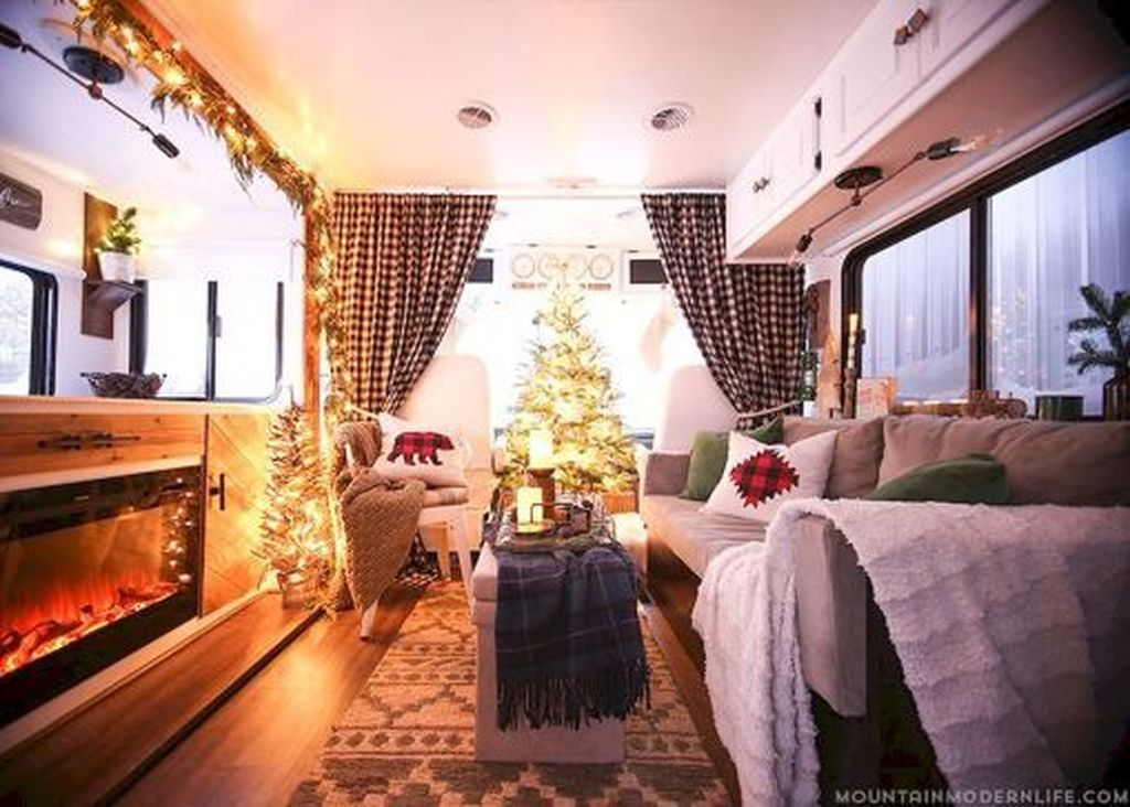 Stunning RV Christmas Decorations Ideas 20