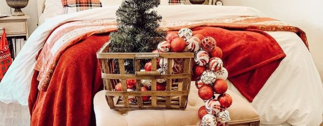 Inspiring Bedroom Decoration Ideas With Christmas Tree 33