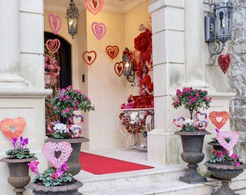 Awesome Valentines Day Porch Decor Ideas Which You Definitely Like 11