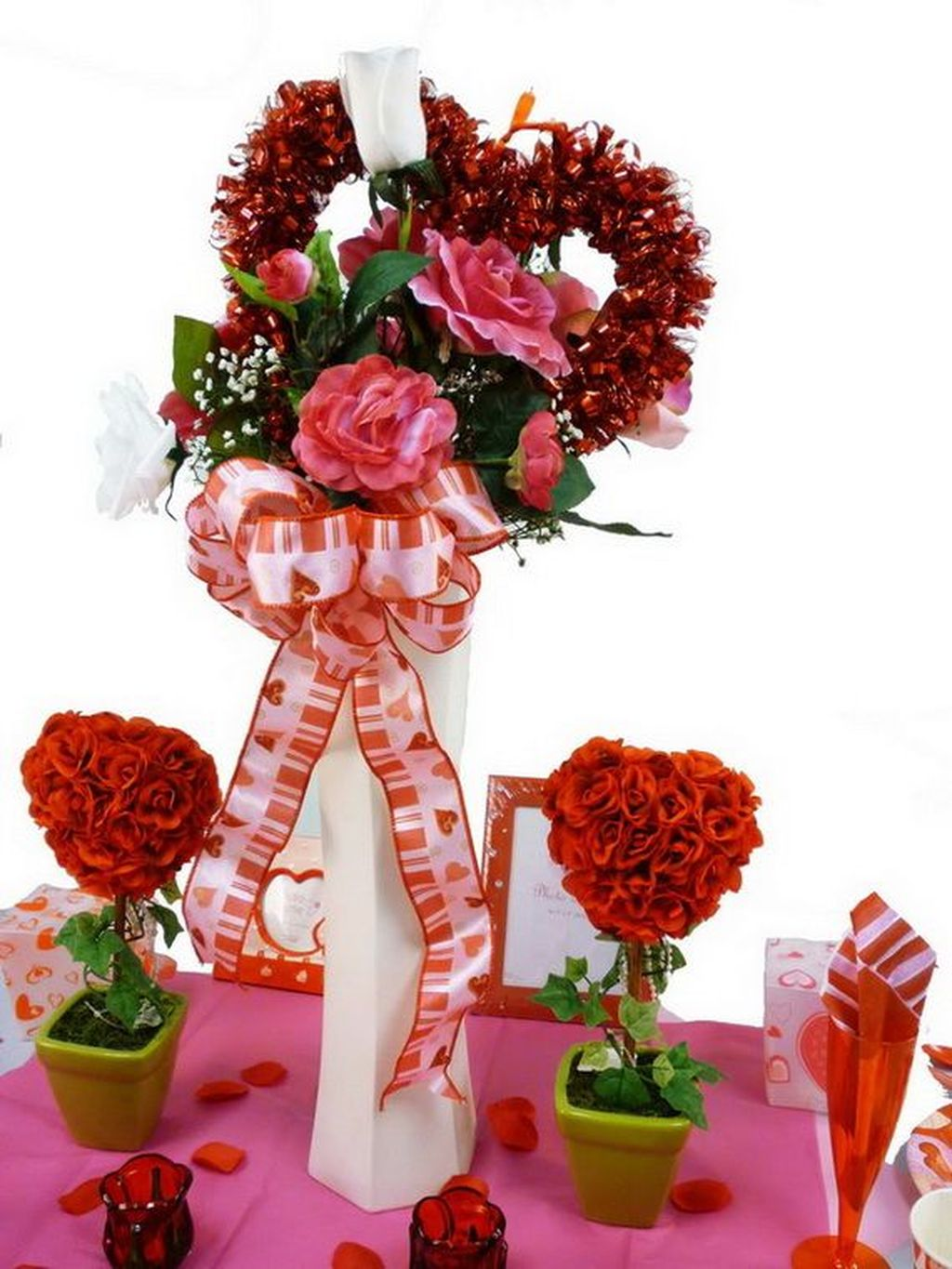 Lovely Valentine Table Decor That You Must Apply In The Dining Room 30