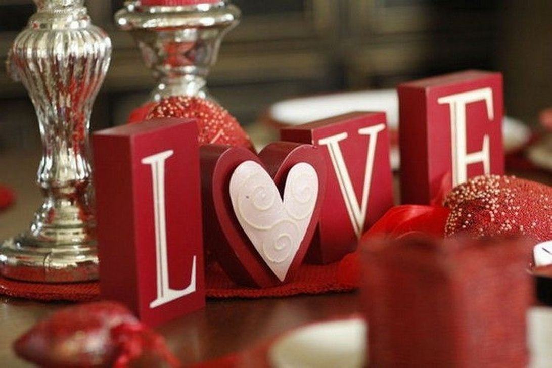 Lovely Valentine Table Decor That You Must Apply In The Dining Room 31