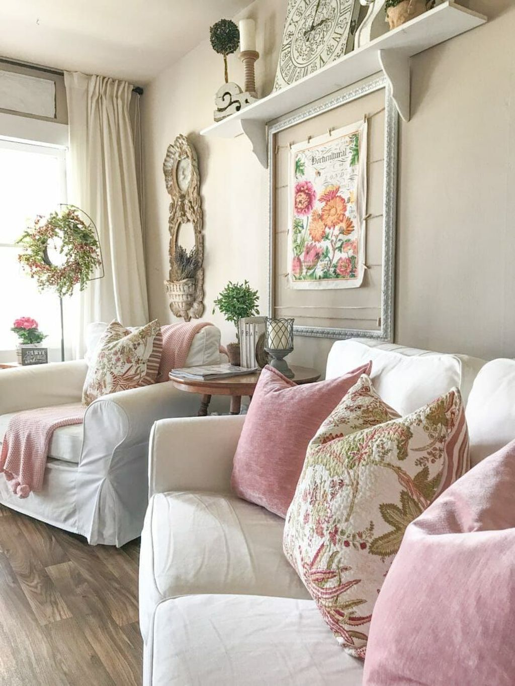 Popular French Country Living Room Decoration Ideas 20
