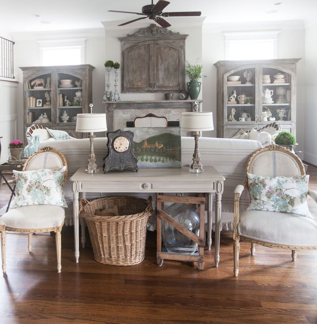 Popular French Country Living Room Decoration Ideas 28
