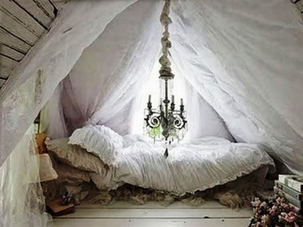 Lovely Attic Bedroom Ideas With Bohemian Style 01