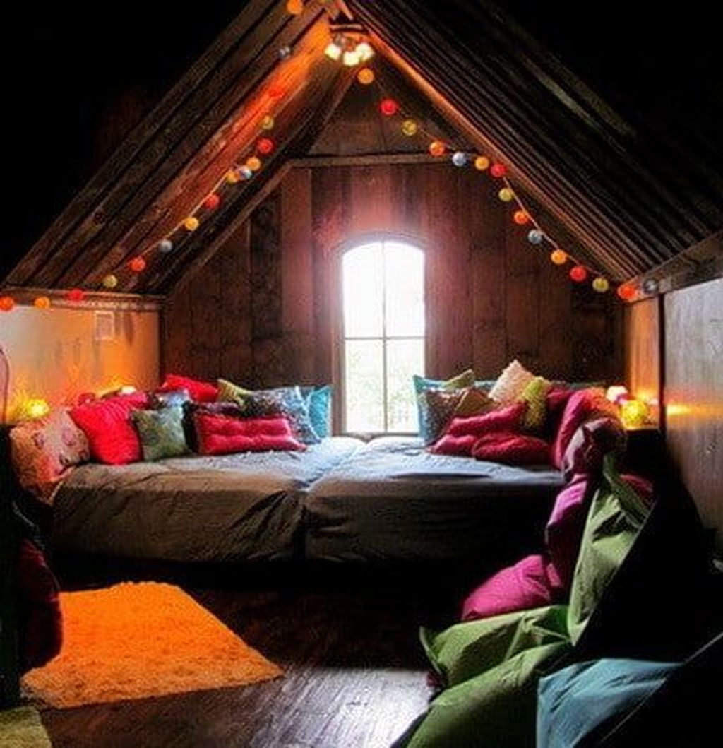 Lovely Attic Bedroom Ideas With Bohemian Style 13