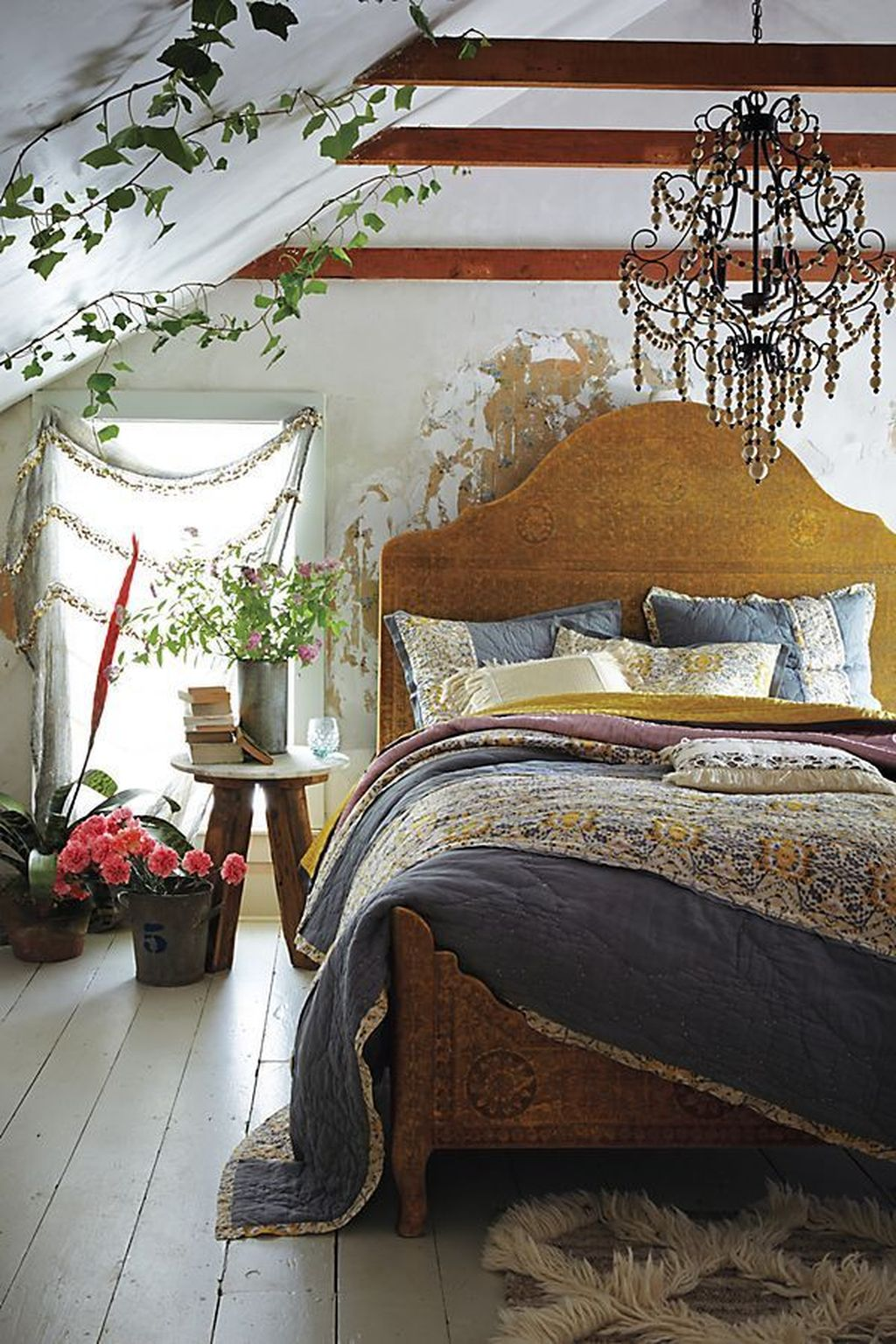 Lovely Attic Bedroom Ideas With Bohemian Style 25
