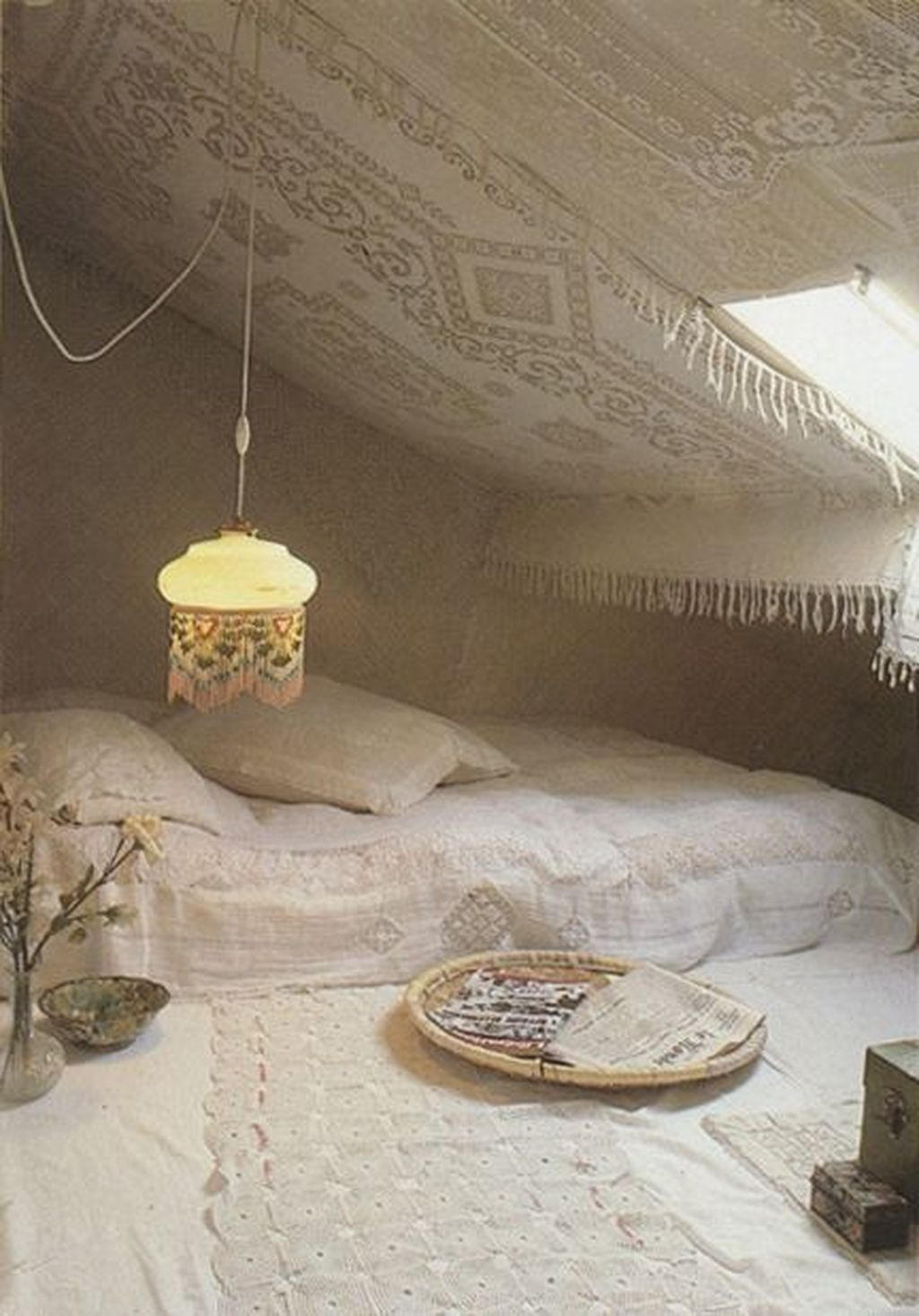 Lovely Attic Bedroom Ideas With Bohemian Style 30