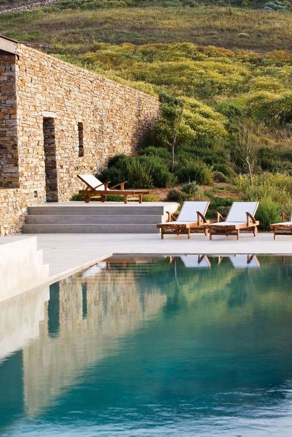 Totally Difference Pool Seating Ideas To Beautify Your Backyard 05