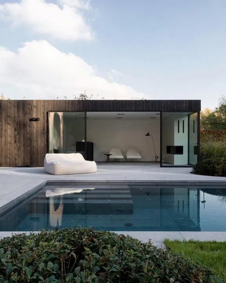 Totally Difference Pool Seating Ideas To Beautify Your Backyard 11
