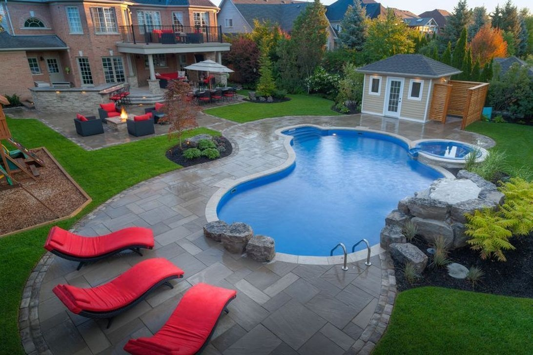 Totally Difference Pool Seating Ideas To Beautify Your Backyard 15