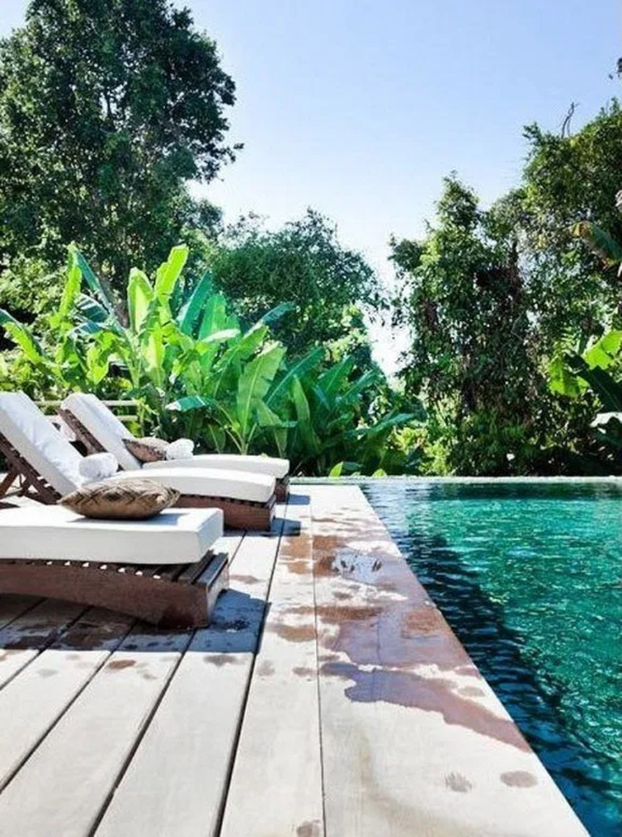Totally Difference Pool Seating Ideas To Beautify Your Backyard 27