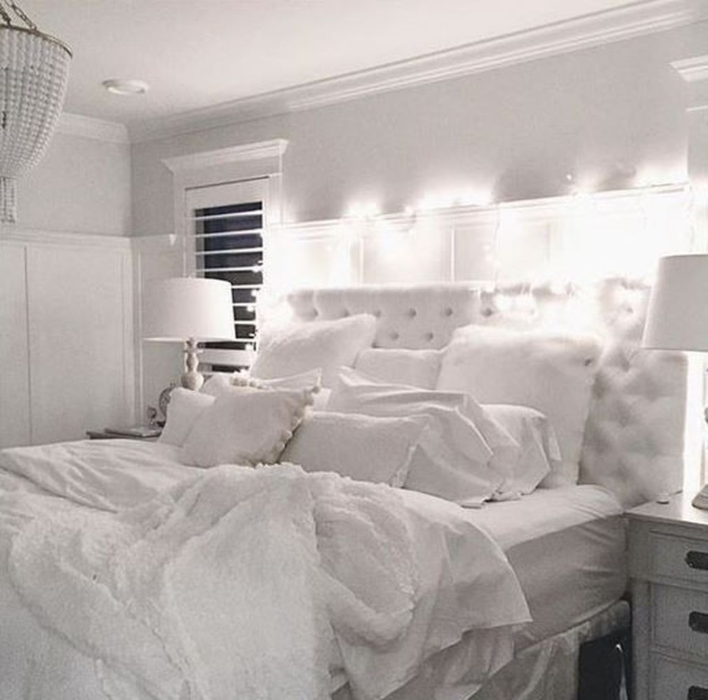 Fabulous White Bedroom Ideas To Make Your Sleep Comfortable 18