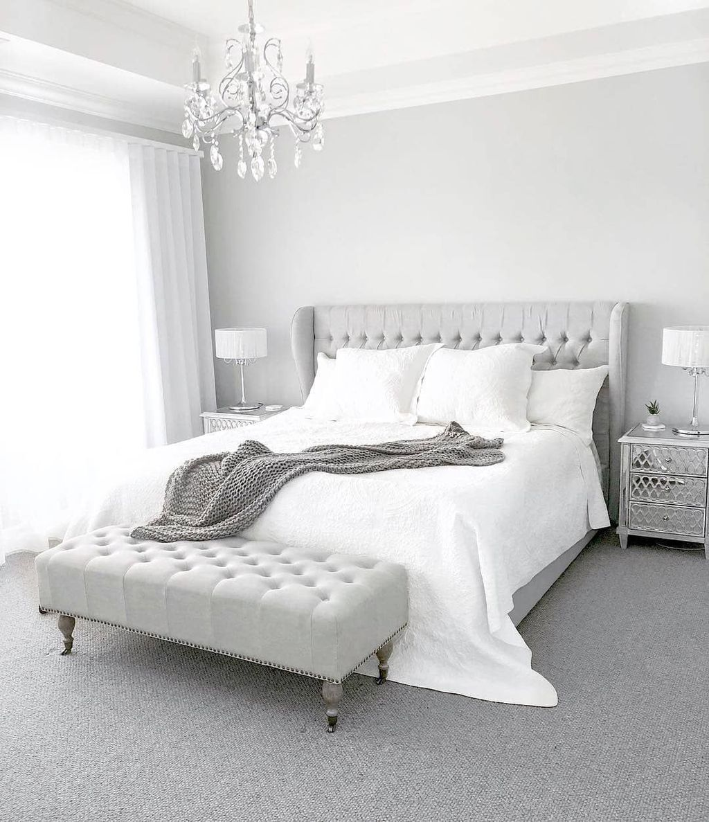 Fabulous White Bedroom Ideas To Make Your Sleep Comfortable 31