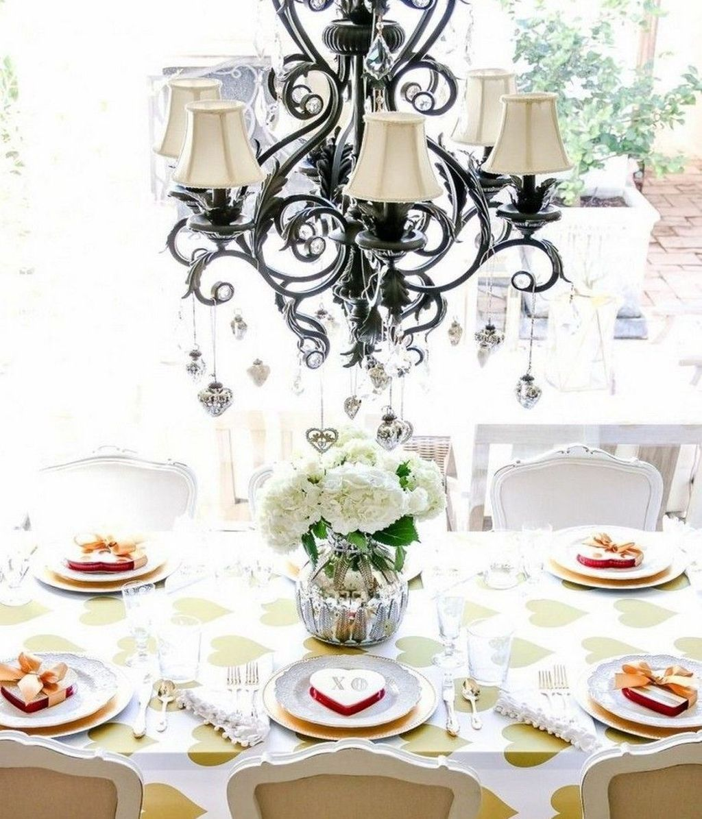 Inspiring Romantic Dining Table Decor Ideas 16