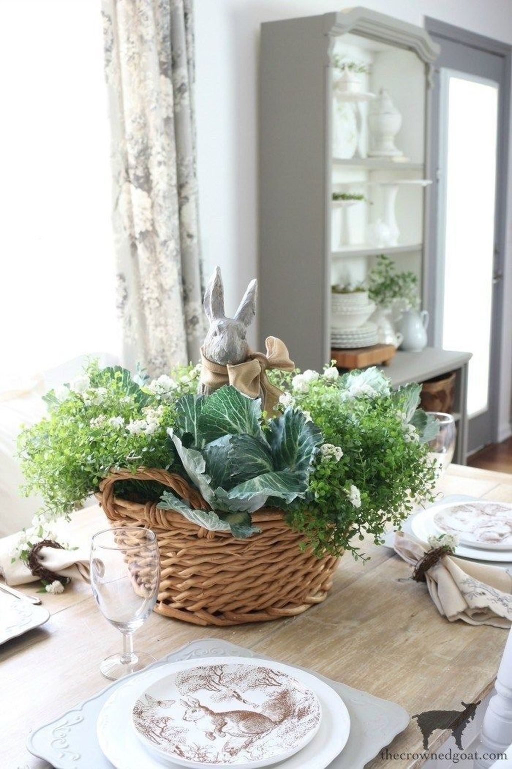 Awesome Spring Table Centerpieces With Farmhouse Style 31