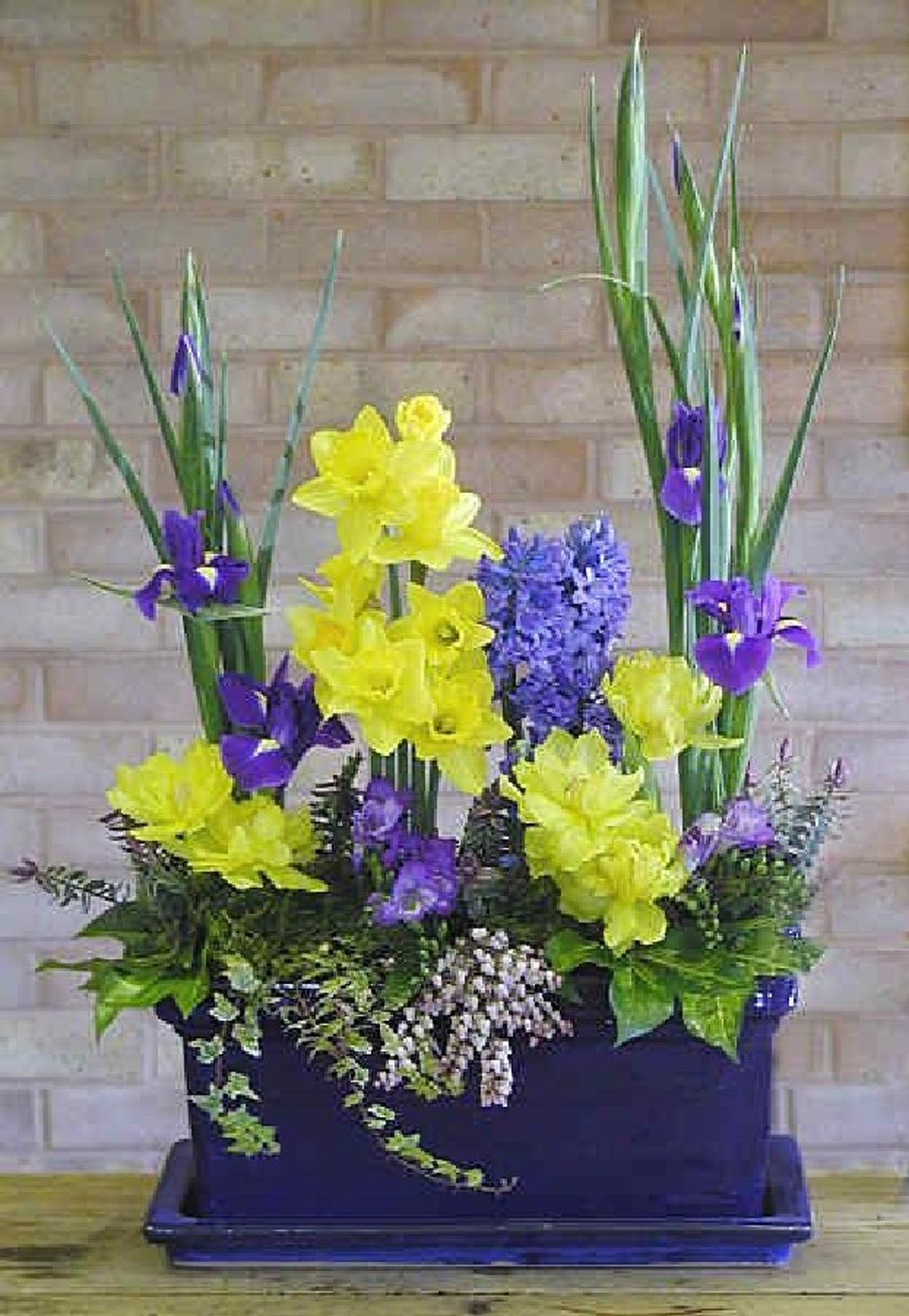 Beautiful Spring Floral Arrangements For Home Decoration 01