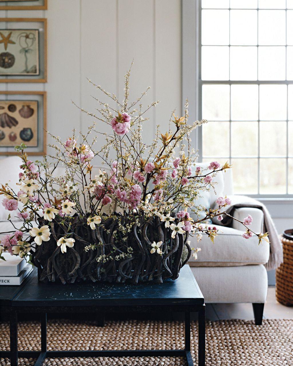 Beautiful Spring Floral Arrangements For Home Decoration 08