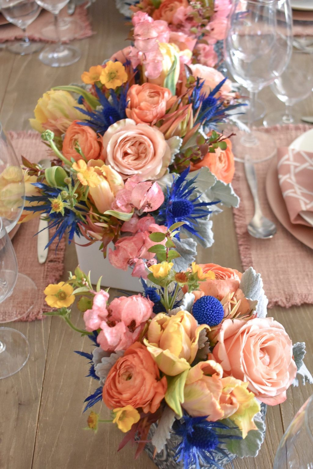 Beautiful Spring Floral Arrangements For Home Decoration 11