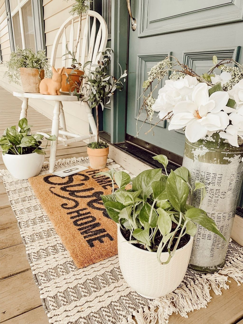 Fascinating Spring Porch Decor Ideas With Farmhouse Style 17