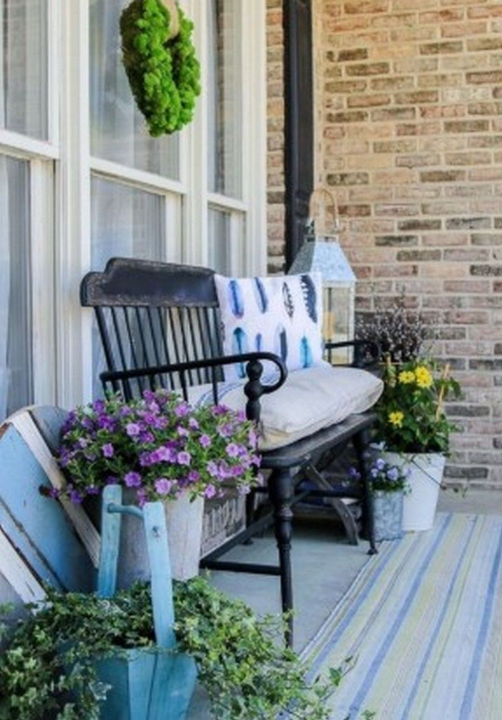 Fascinating Spring Porch Decor Ideas With Farmhouse Style 25