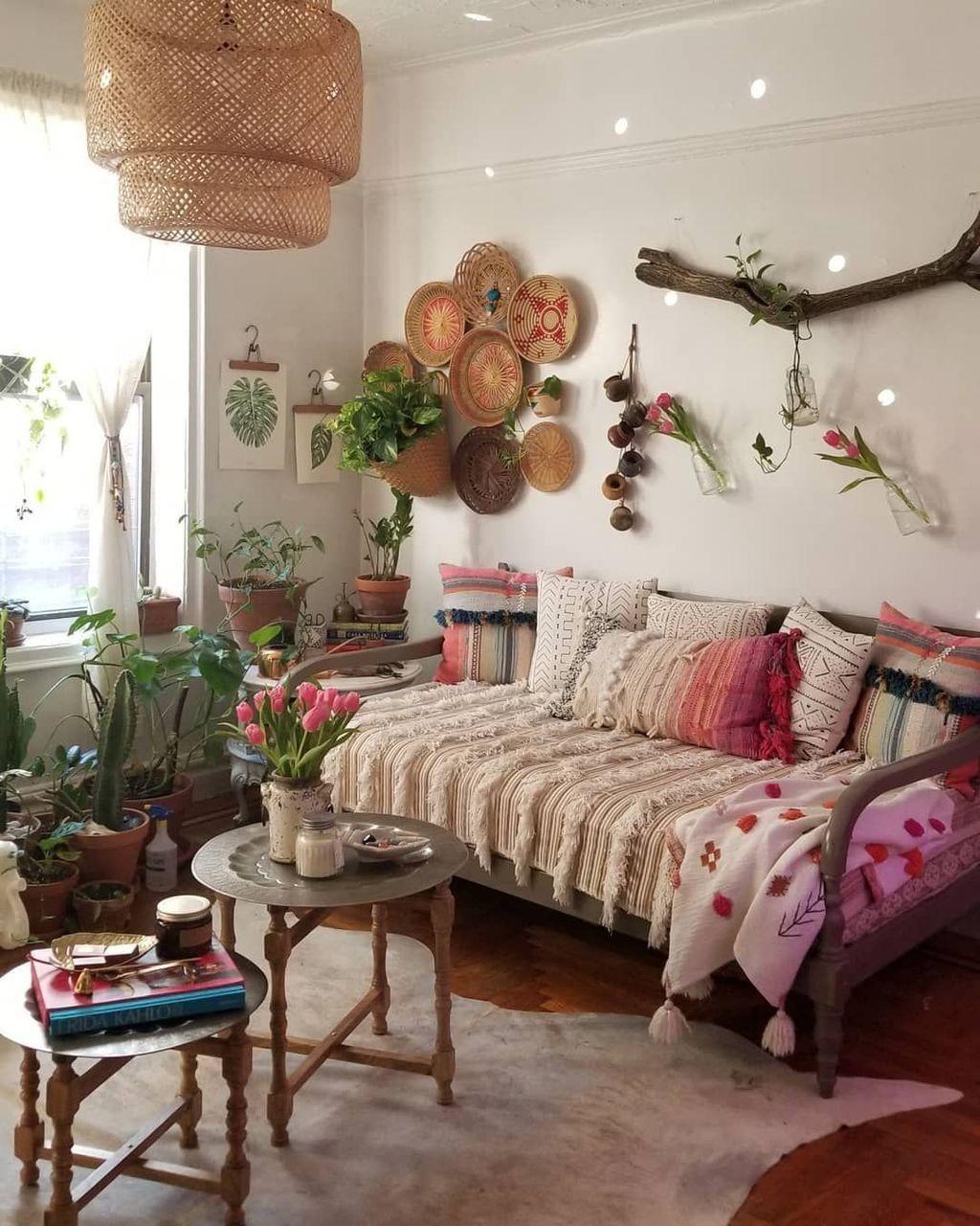 Stunning Apartment Spring Decor Ideas 16