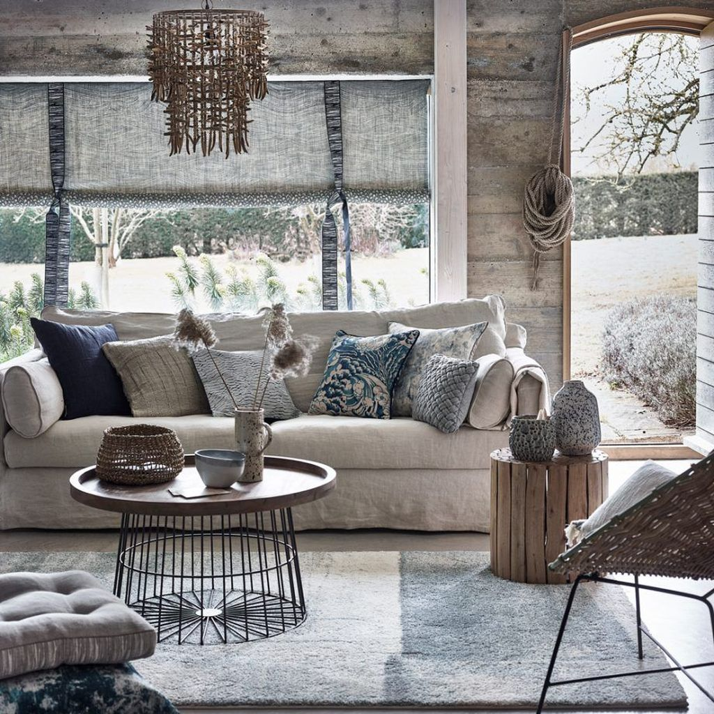 Beautiful Coastal Living Room Decor Ideas Best For This Summer 29