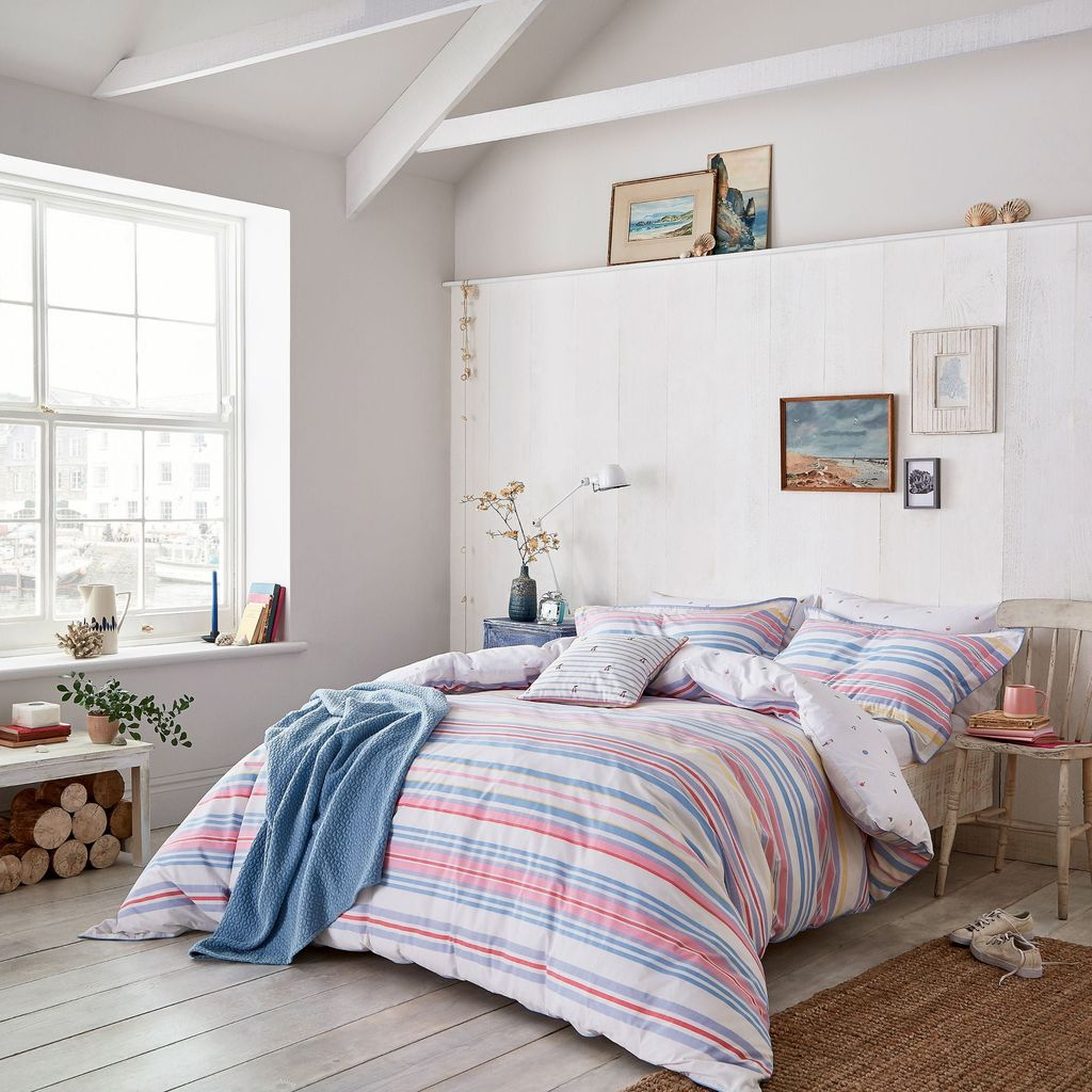 Popular Summer Bedding Ideas To Beautify Your Bedroom 09