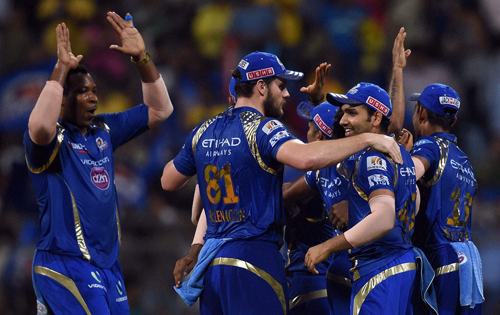 मुंबई इंडियन्सचा हैदराबादवर चार गडी राखून दणदणीत विजय