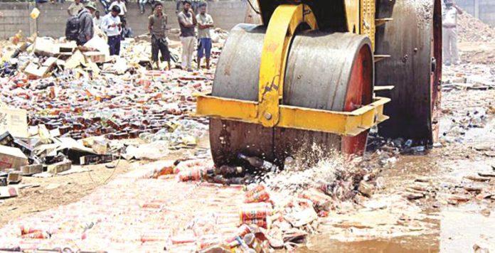 गुजरातमध्ये 1 कोटी रुपयांचे मद्य केले नष्ट