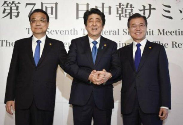 पूर्व आशियाच्या शांततेसाठी जपान, चीन, द. कोरियाच्या नेत्यांची टोकियोत भेट