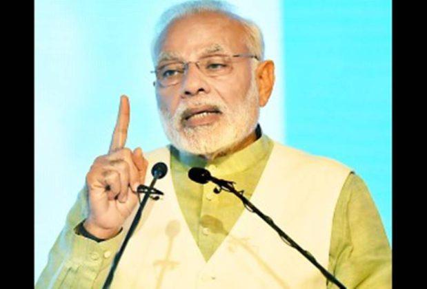 """""""आयुष्यमान भारत' अंतर्गत आरोग्य विमा योजनेचा पंतप्रधानांकडून आढावा"""