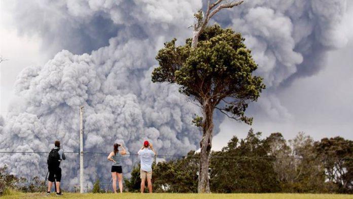 अमेरिकेत ज्वालामुखीचा विक्रमी उद्रेक-30 हजार फूट उंच उसळला लाव्हा