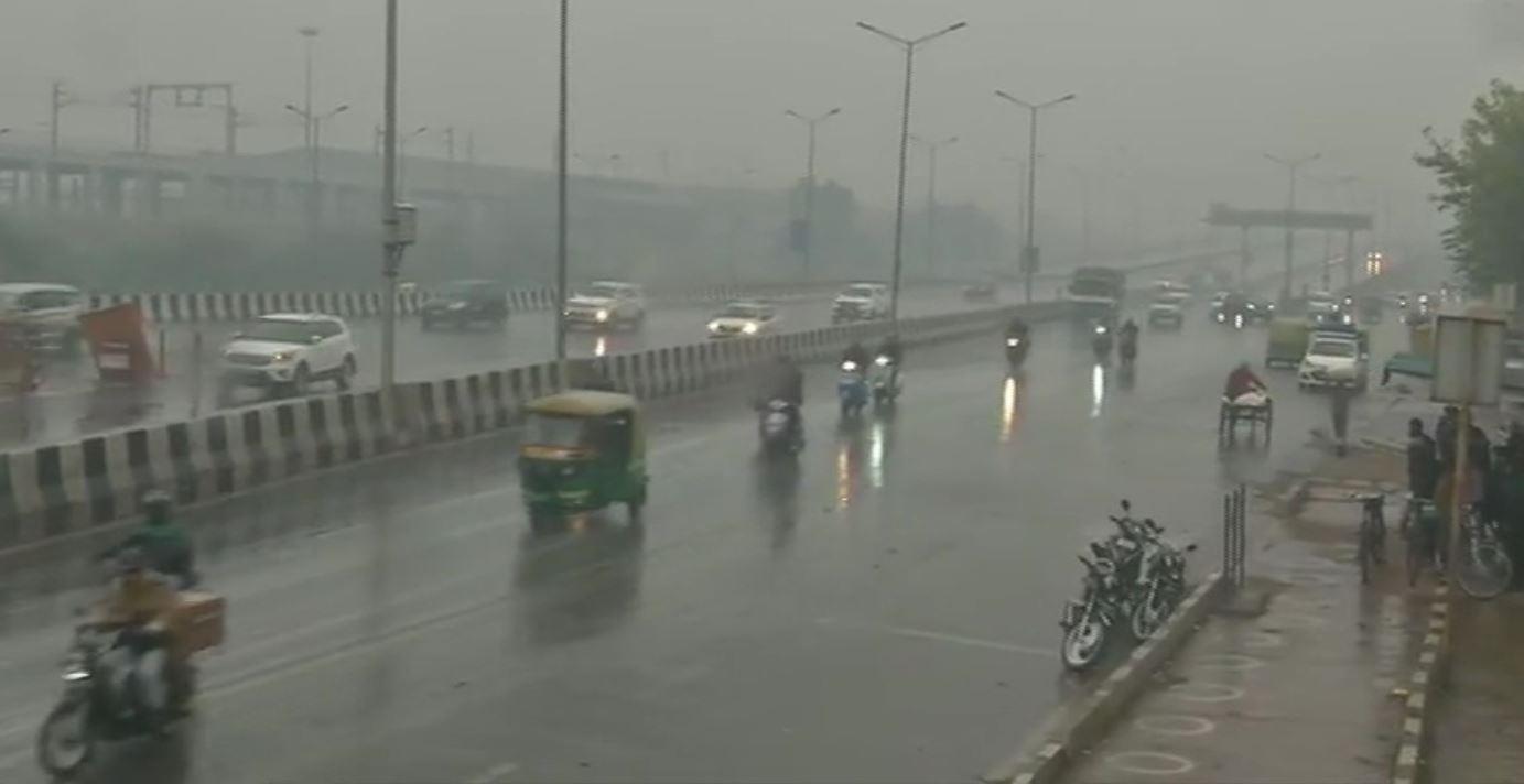 #RainAlert: दिल्लीच्या काही भागात पावसाच्या हलक्या सरी