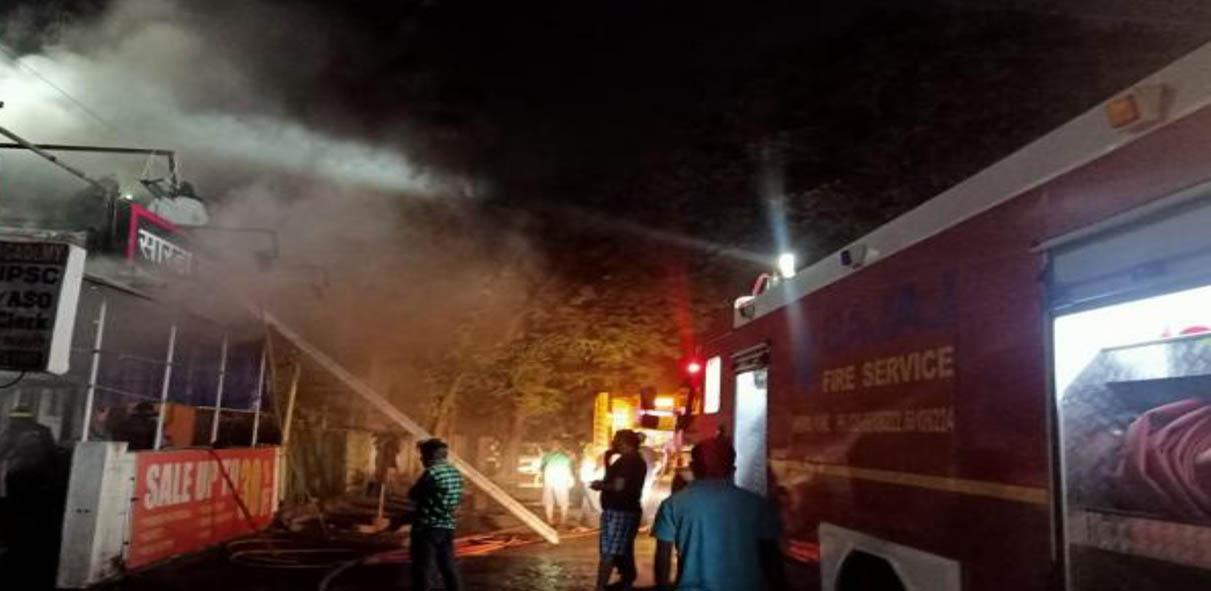 आकुर्डीत कपड्याच्या दुकानाला भीषण आग, वृध्द महिलेचा मृत्यू