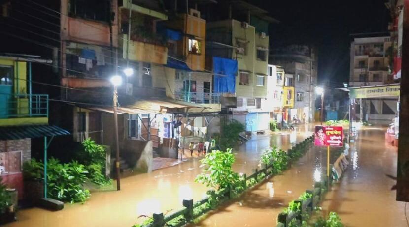 महाडमध्ये पूरस्थिती गंभीर, धोक्याचा इशारा; अनेक गावांचा संपर्क तुटला
