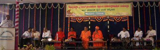 Sri Abhaya Chandra Jain, Chief whip, Government of Karnataka, addressing the gathering during the interactive session. Sri Bhanukeerthi Bhattarakha Swamiji, Sri Vrushabhasena Bhattarakha Swamiji, Sri Lakshmisena Bhattarakha Swamiji, Sri Charukeerthi Bhattarakha Swamiji, Sri Bhattakalanka Swamiji and other dignitaries are seen in the picture.